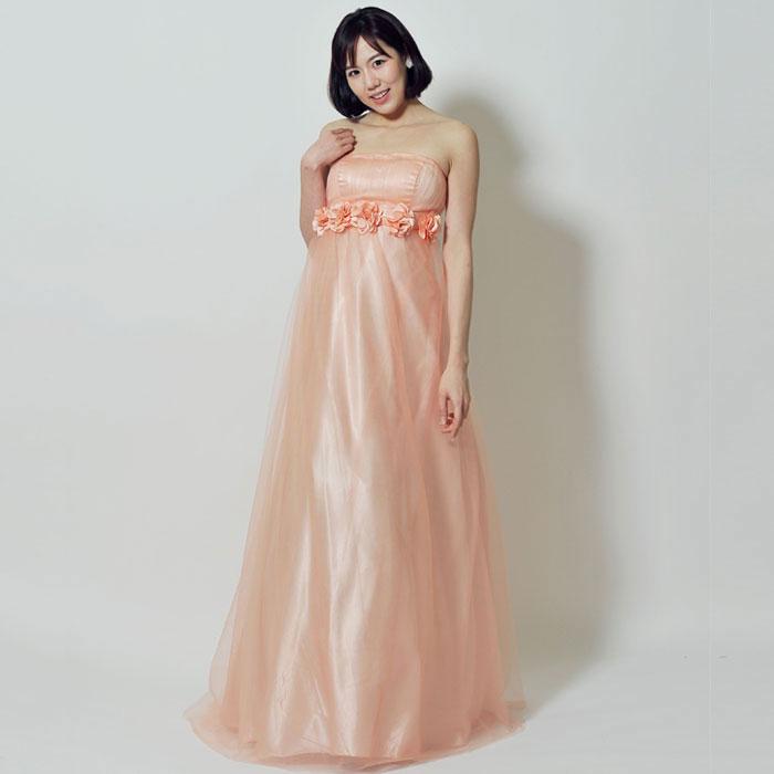 春のイベントには華やかなピンクドレス