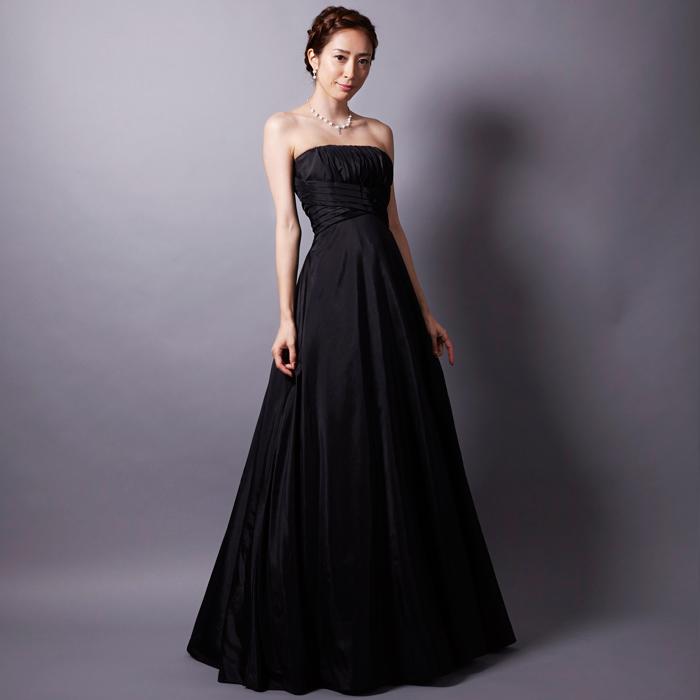 クラシック演奏会などに最適の大人の雰囲気を演出するブラックカラーのロングドレス