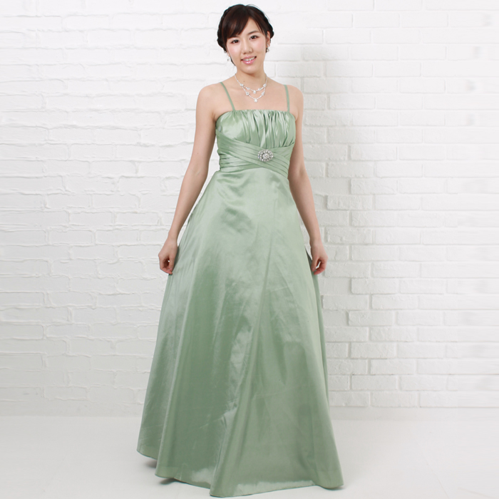 優しい雰囲気の落ち着きのあるグリーンカラーのドレス