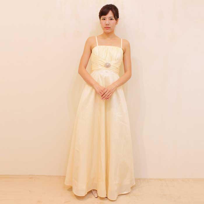 華やかさと明るさを兼ね備えたシャンパンカラーのドレス
