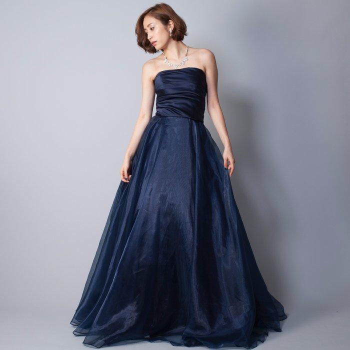 深みのあるネイビーブルーの発表会ドレスにお勧めなカラードレス