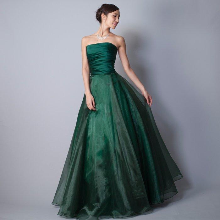 重厚間のあるグリーンカラーのクリスマスシーンにお勧めなカラードレス