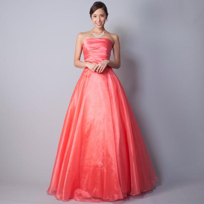 ハッキリとしたコーラルピンクカラーの女性らしさ溢れるカラードレス