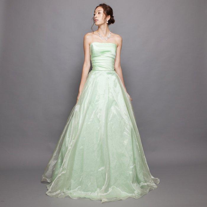 ライムグリーンの春の印象を感じさせるステージカラードレス