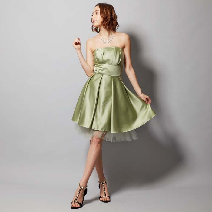 淡い色合いで柔らかな印象のグリーンティーカラーのお呼ばれドレス