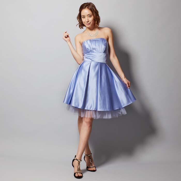 クールに決めたい方にはライラックカラーのショートドレス