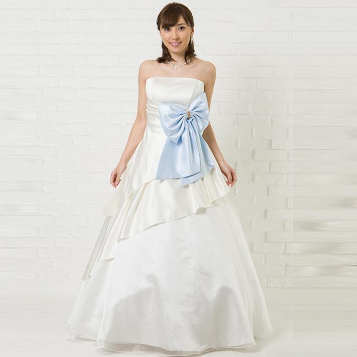 アイボリーホワイトの結婚式、ウェディングにオススメなリボンのアクセントが可愛いドレス