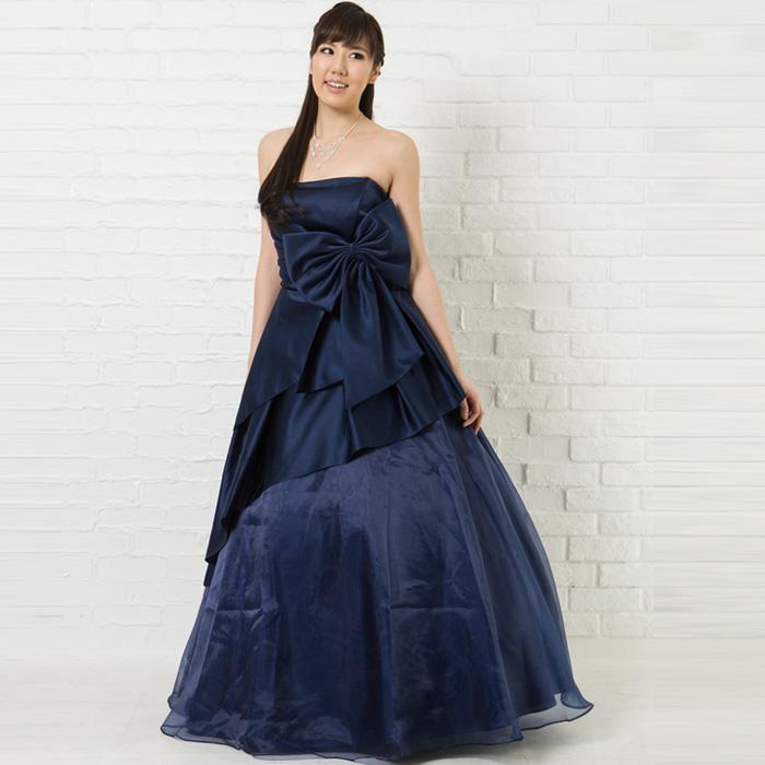 落ち着きのある演奏会にはネイビーカラーのドレス