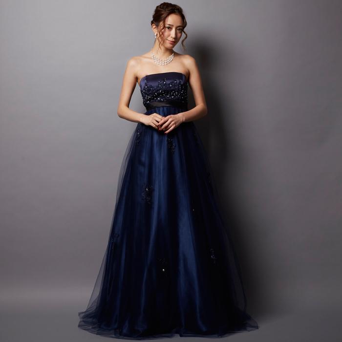 存在感バッチリなビーズがたくさん付いていて豪華なネイビーカラードレス