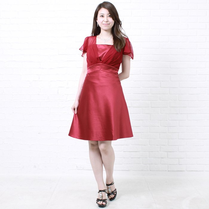 パーティーやお呼ばれにピッタリな上品で高級感のある華やかレッドカラードレス