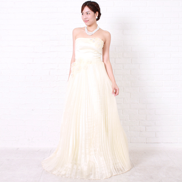 存在感のある結婚式の2次会の花嫁衣裳に最適なロングドレス