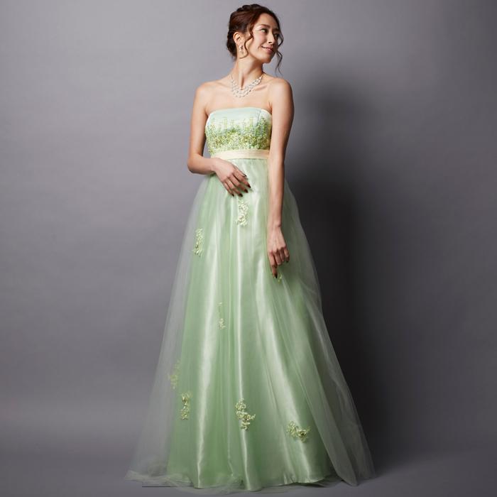 初々しい雰囲気を感じさせるライトグリーンカラーの爽やかなカラードレス