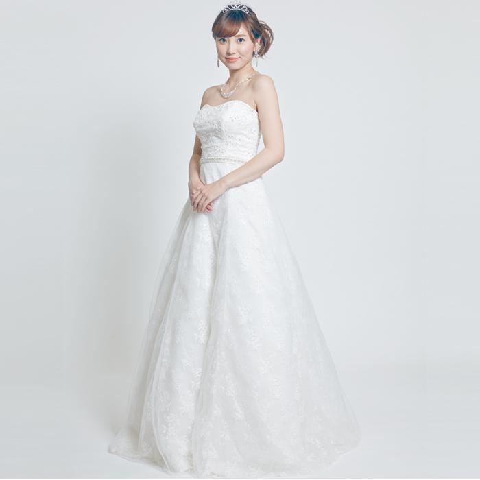 シンプルスタイルのエレガントな気品を漂わすウェディングドレス
