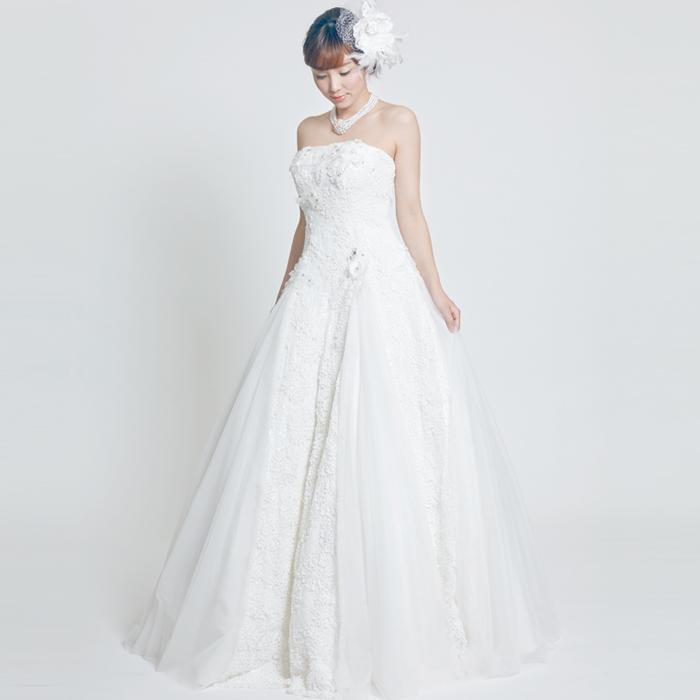 プリンセスラインの結婚式の花嫁衣装に最適なウェディングドレス