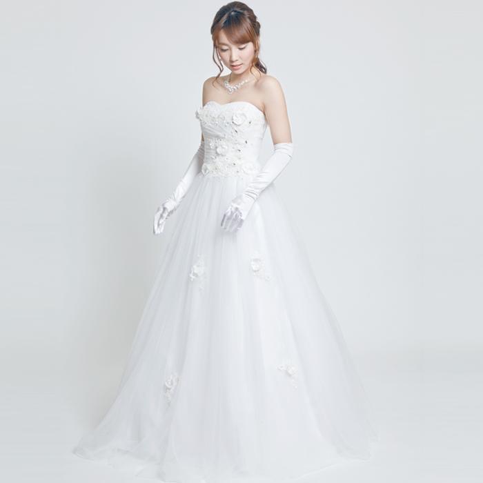ちょっと個性的な装飾でお客様を喜ばせたい人にオススメなホワイトドレス
