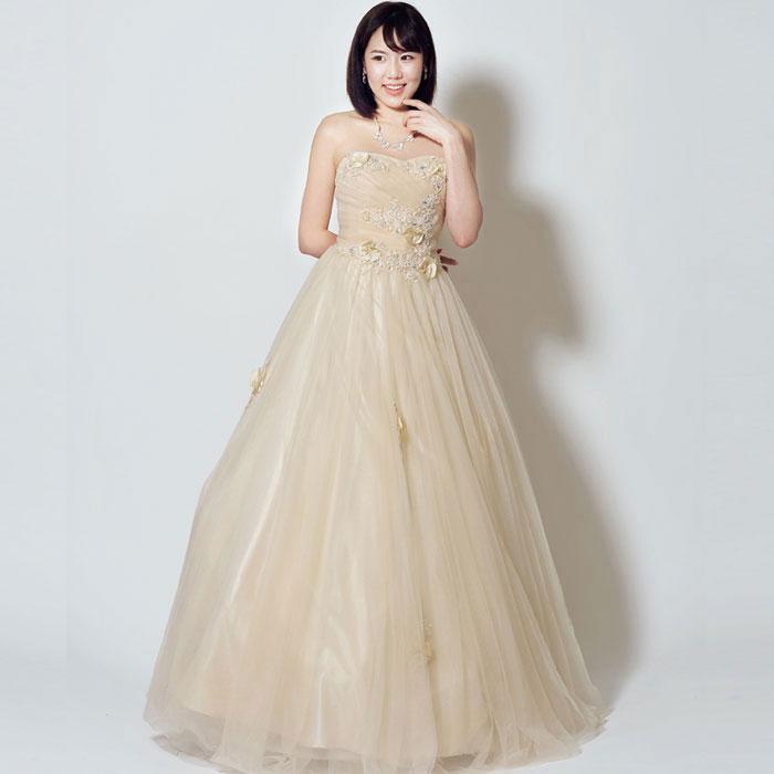 ドンペリのように高級感のあるシャンパンカラーのドレス