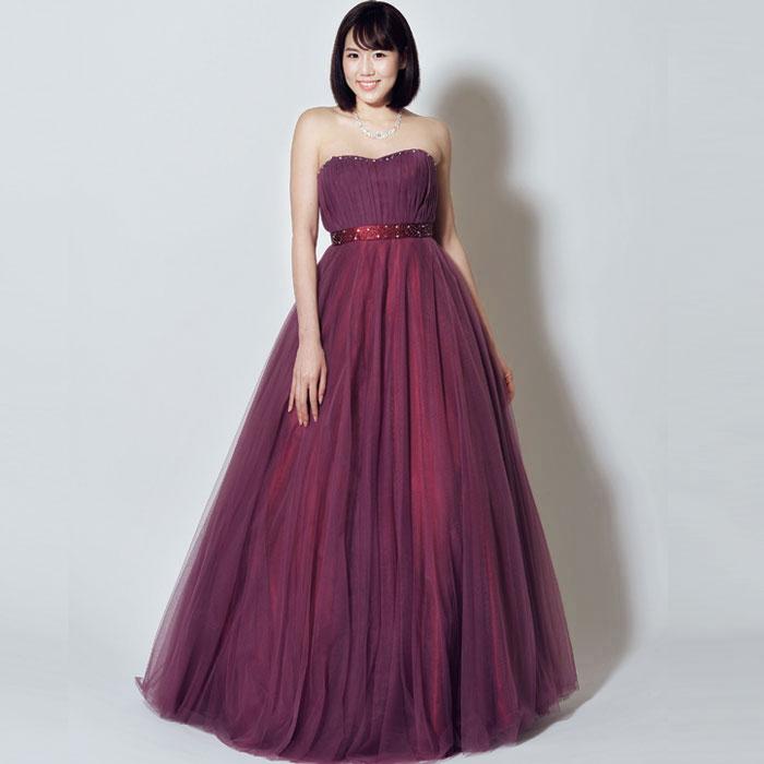 ムラサキツユクサのような可愛らしさの大人の色気を感じさせるパープルカラードレス