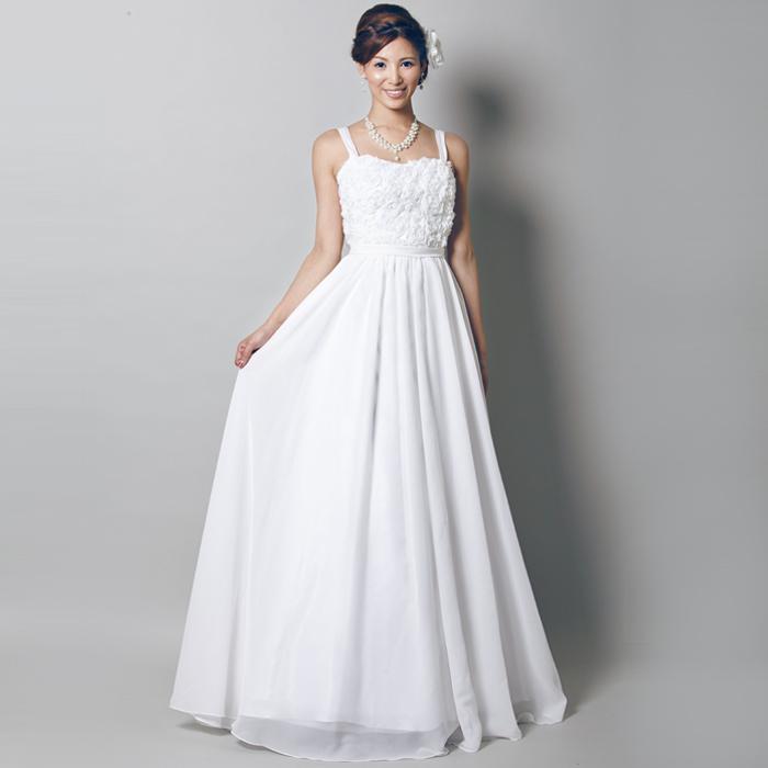 フラワーの装飾が豪華なホワイトドレス