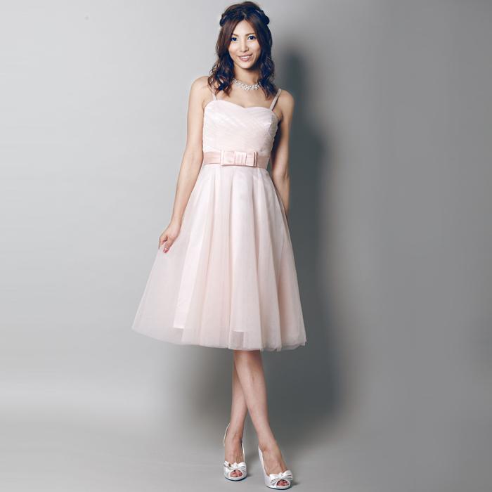 キュートなライトピンクでかわいい女性のお呼ばれドレス