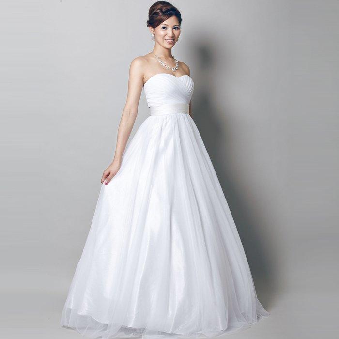 ウエディングドレスにお勧めな純白ロングドレス