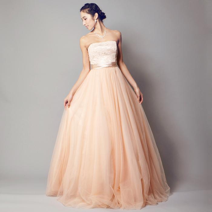 ワンポイントの花の装飾が印象的なピンクの二次会ドレス