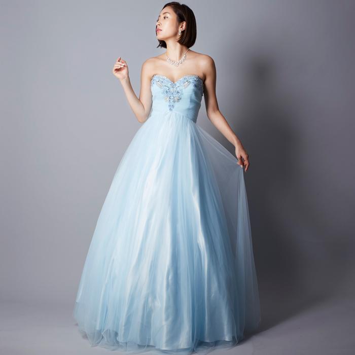 エレガントな雰囲気のクールビューティーなスカイブルーのカラードレス