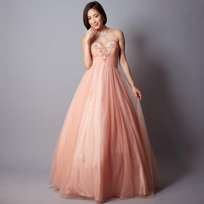 高級感満点!肌との相性抜群なピンクカラーの演奏会ドレス