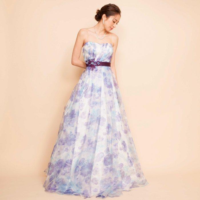 上品さを兼ね備えたパープルフラワープリントオーガンジードレス