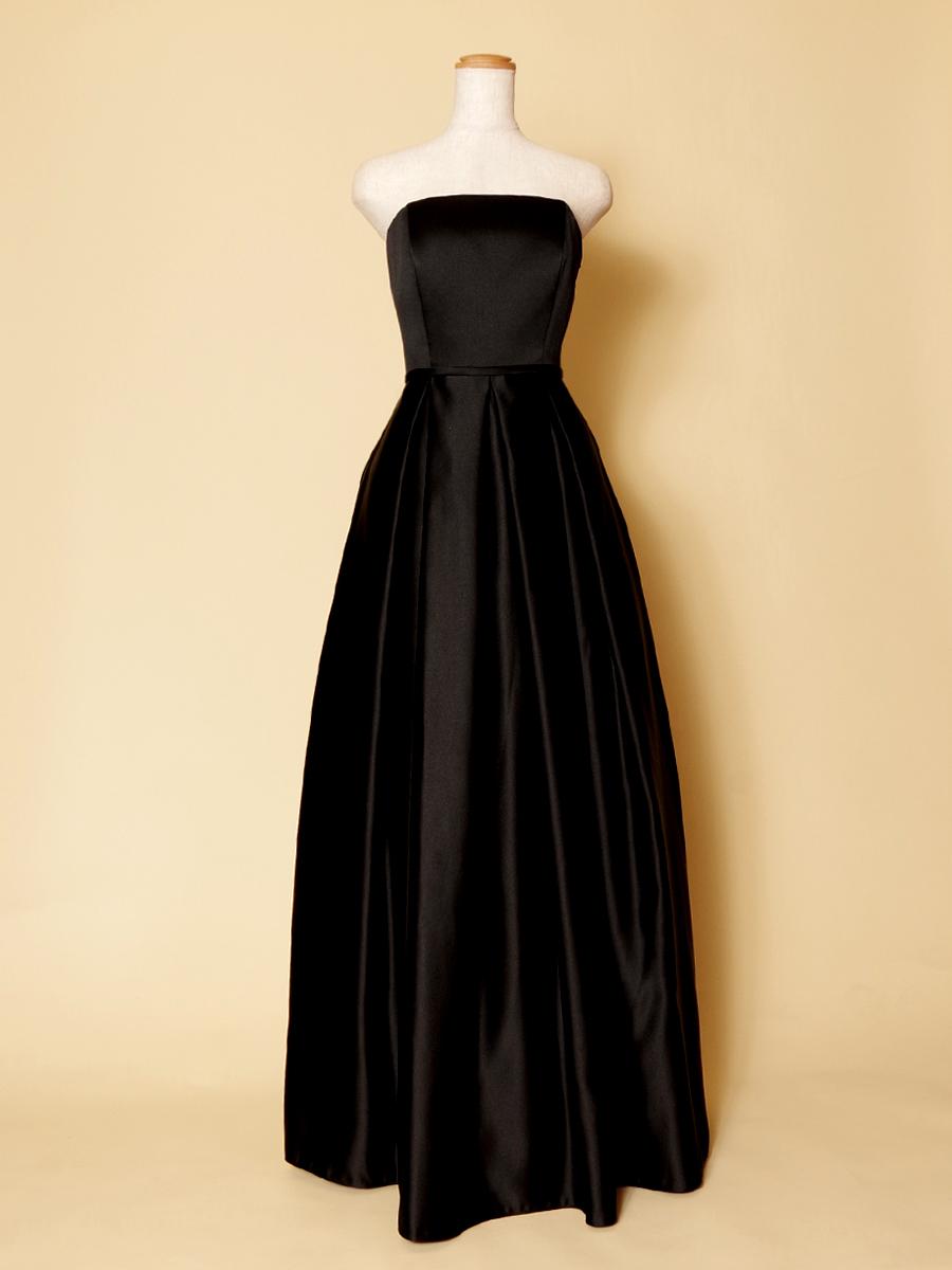 ピアノ伴奏者の衣装に最適なボックスプリーツデザインの黒ロングドレス