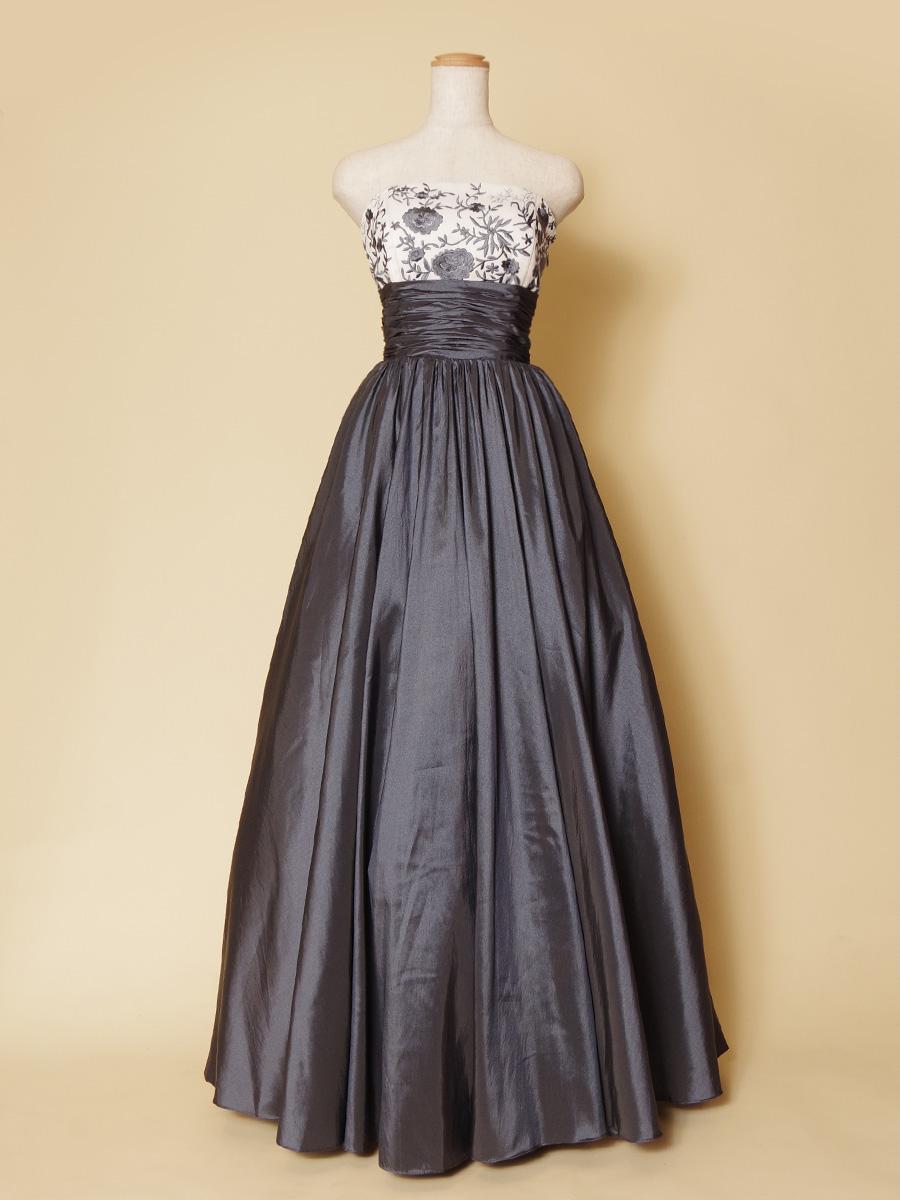 おしゃれでスタイリッシュなグレーカラーのフラワー刺繍ロングドレス
