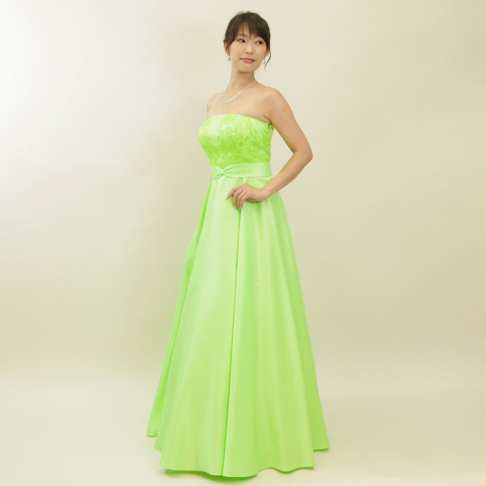 ビビッドグリーンで誰よりも個性的なレースサテンロングドレス