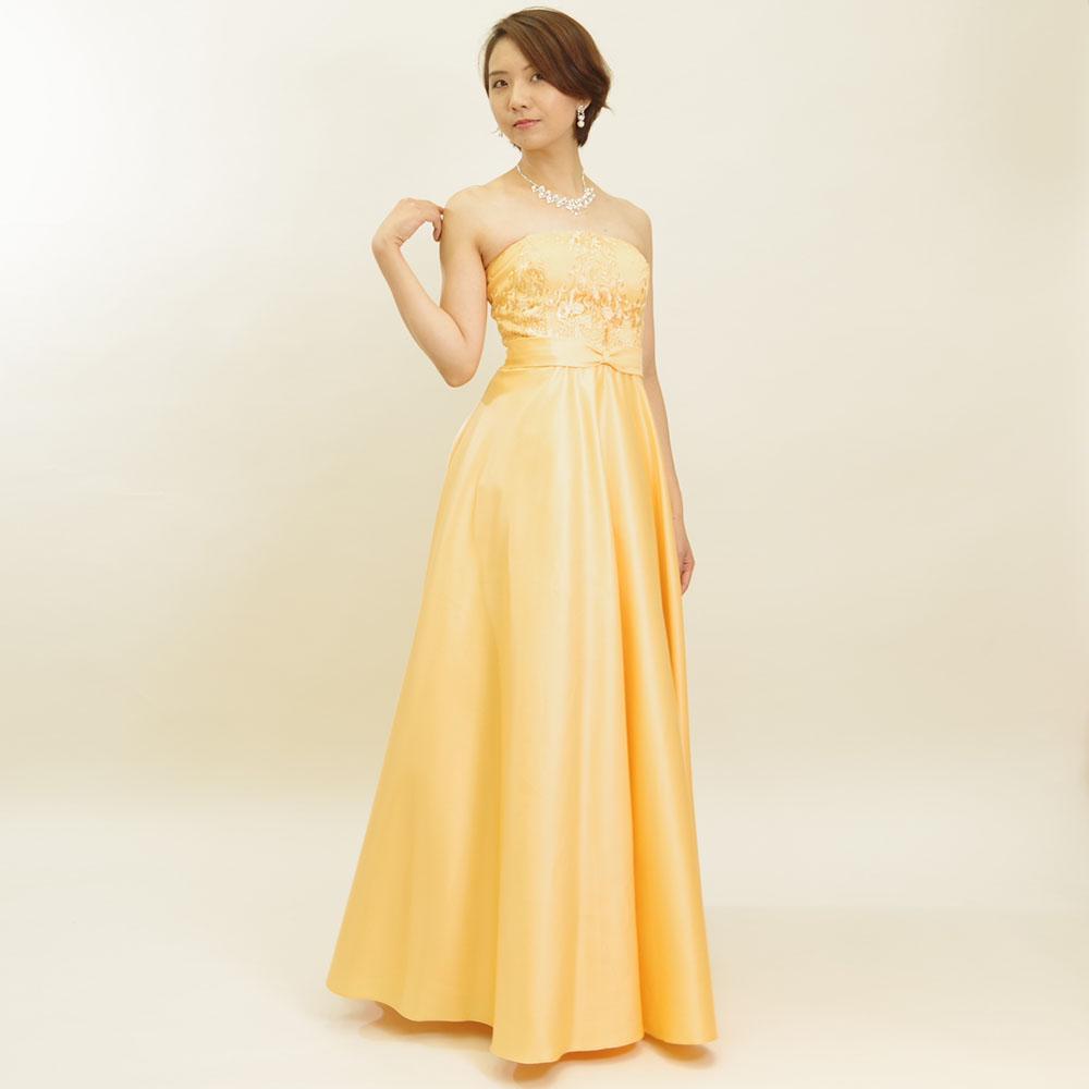 マーガレットイエローで表情が明るく見えるレースサテンロングドレス