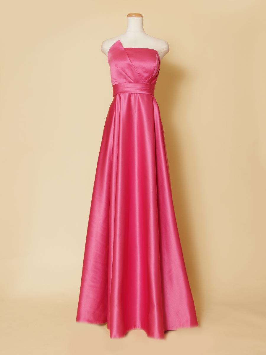 胸元エッジが洗練された雰囲気を醸し出すピンクカラーロングドレス