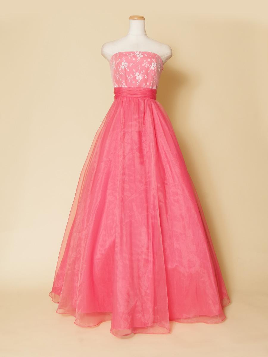 リサイタルに最適なパステルピンクの胸元レースデザインのお姫様演奏会ドレス