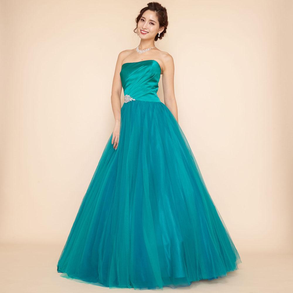 繊細な光沢感のサテンを贅沢に使用したプリンセスラインボリュームドレス