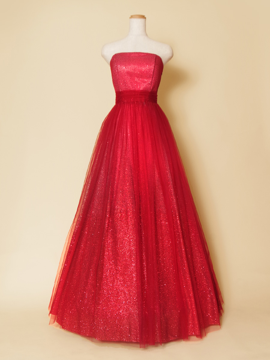 グラデーションのグリッターチュールで豪華絢爛。ゴージャスでクールなレッドカラードレス