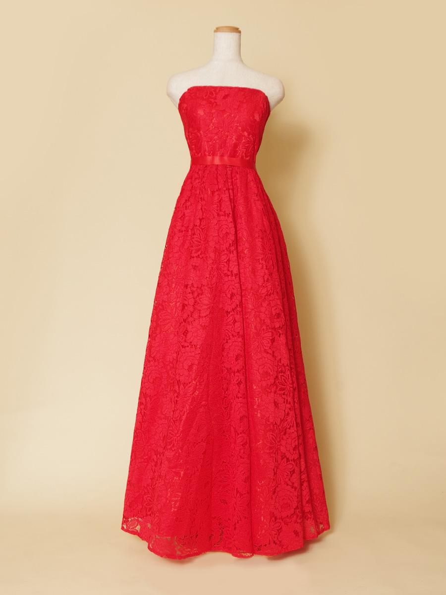 個性的なヴァーミリオンレッドで異彩を放つ総レース贅沢ボリュームドレス