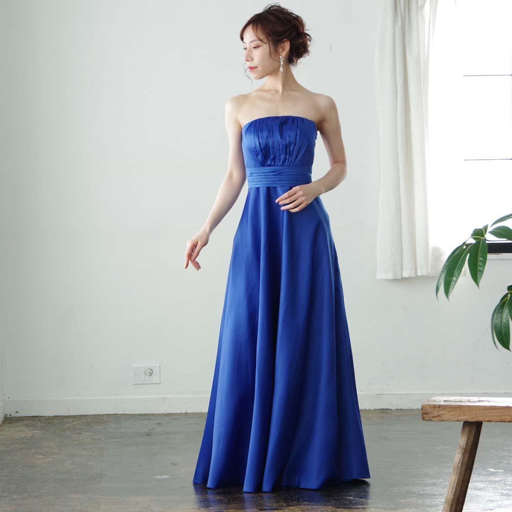 ロイヤルブルーでスタイリッシュ。美しさを引き立てるスレンダーラインのロングドレス