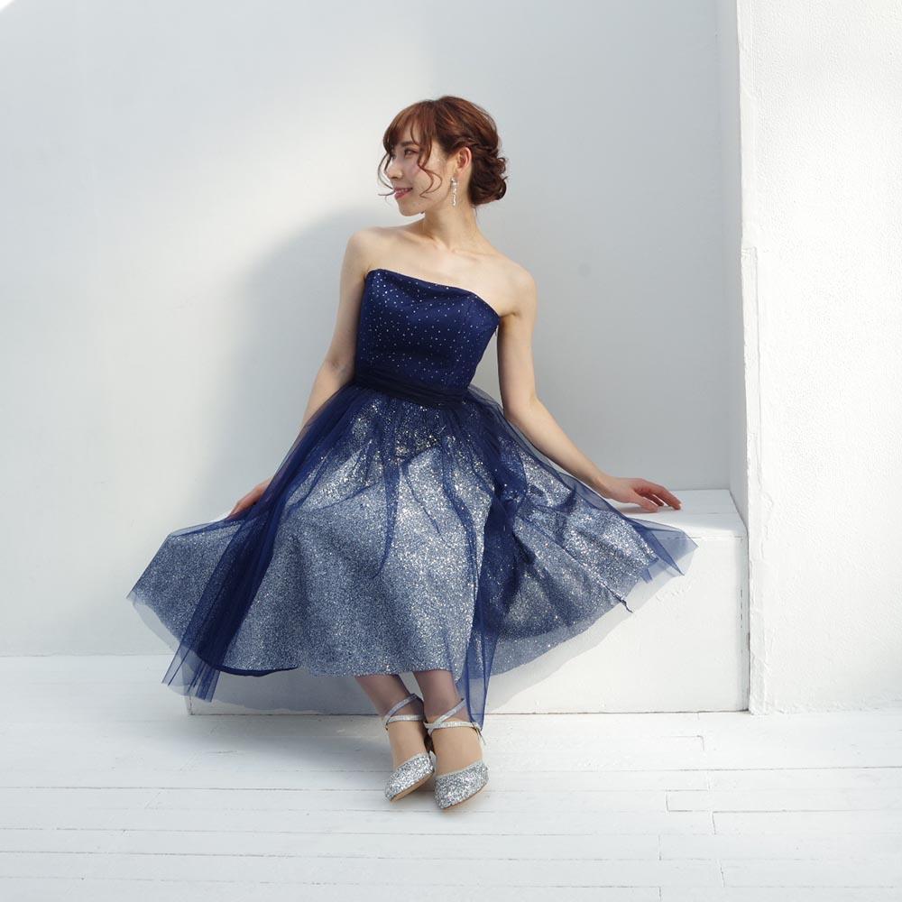 誰よりもセクシーなグリッターミディ丈の大人なドレス