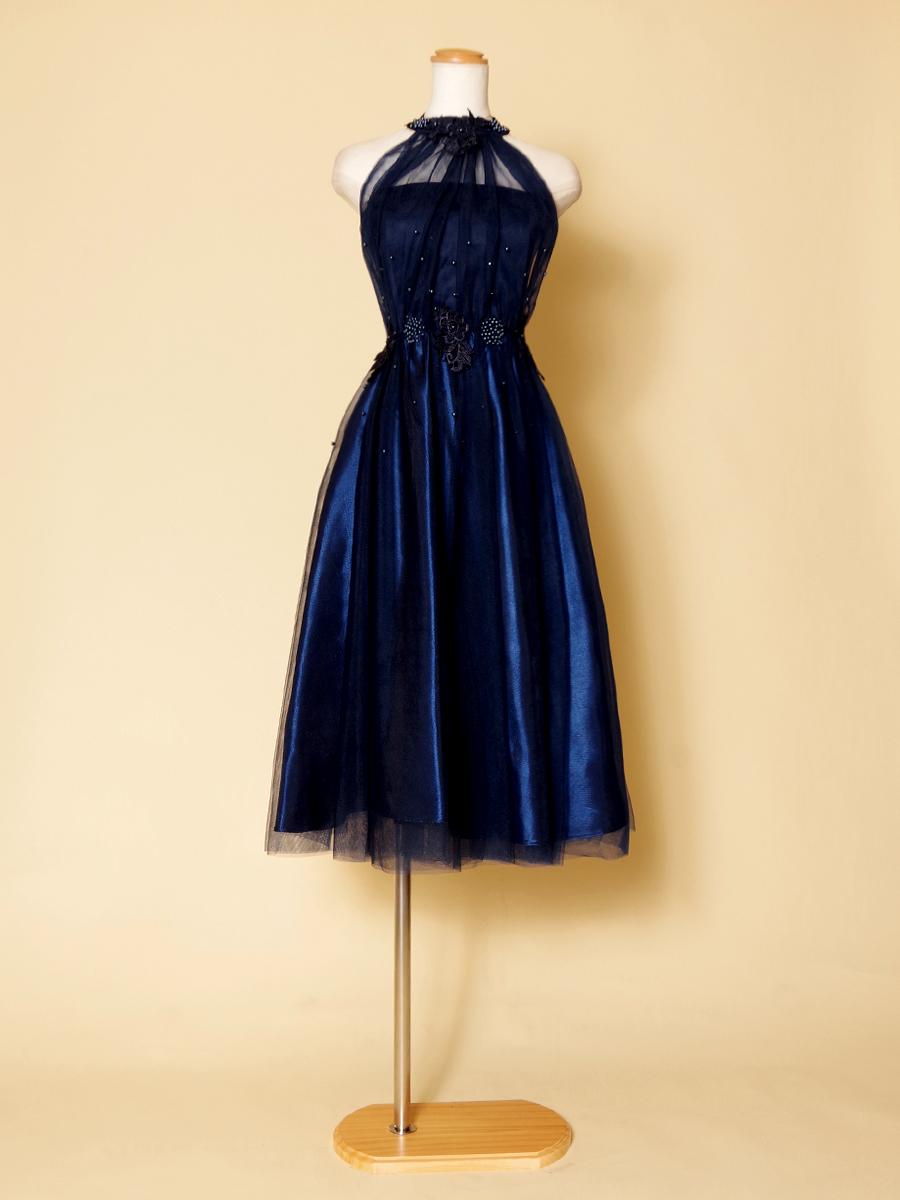 パーティーや演奏会に!膝丈で使いやすい清楚なホルターネックドレス