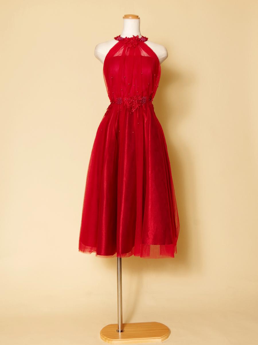 ワインレッドで可愛らしくも大人な印象のホルターネックショートドレス