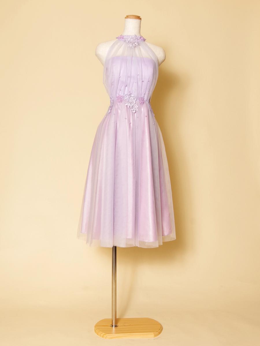 優しくて可愛らしい印象のラベンダーカラーショートドレス