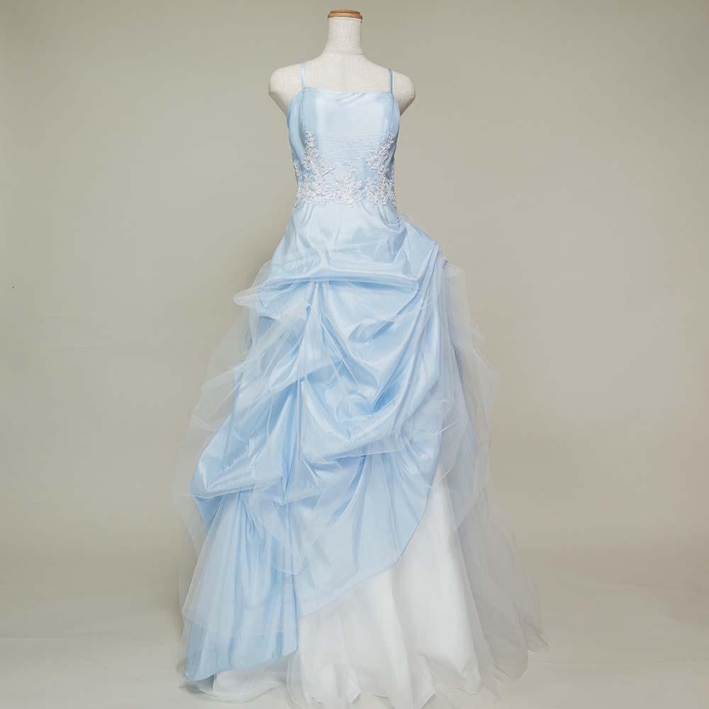 ウェディングドレスにも最適な豪華なボリュームを持ったスカイブルーカラードレス