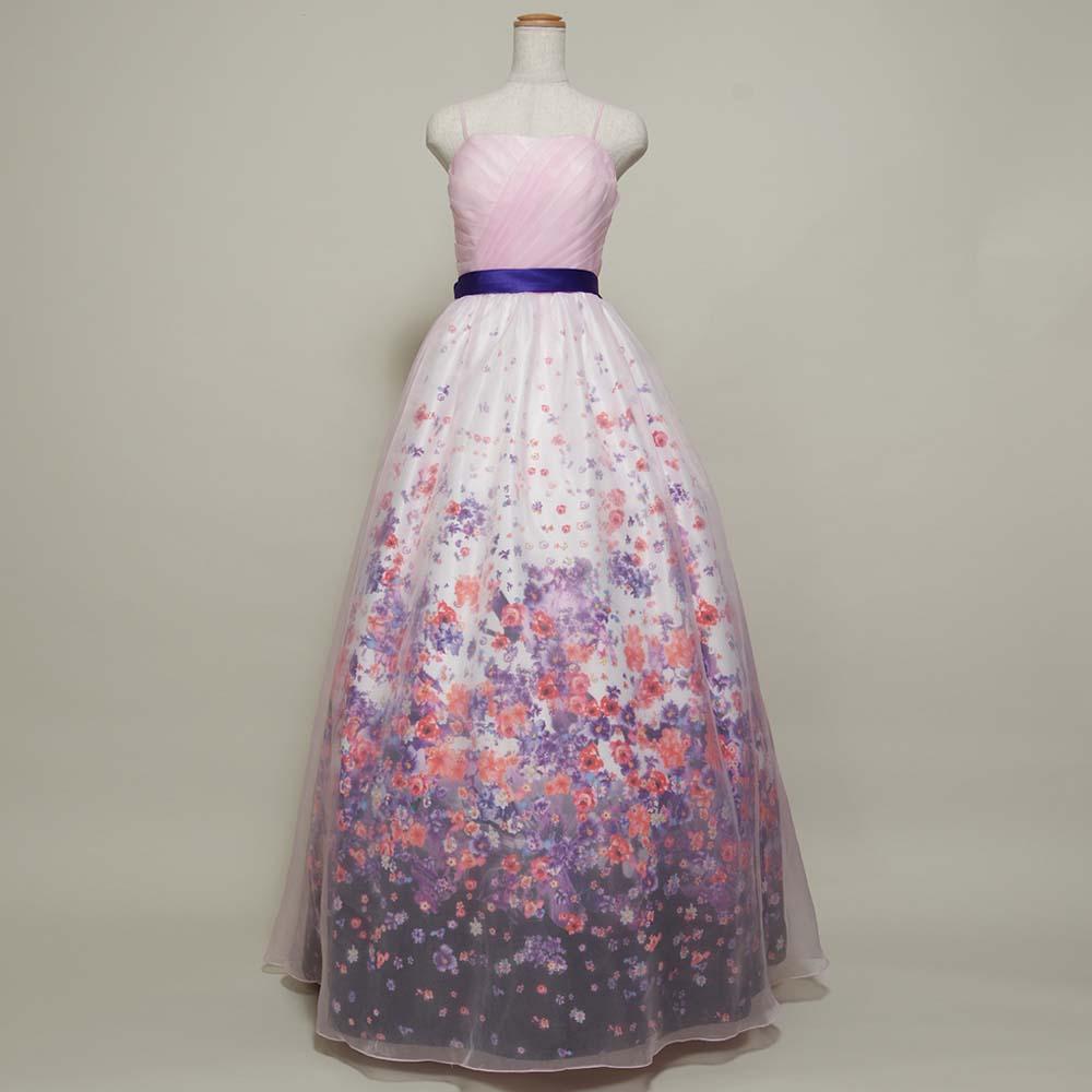 お花畑のような花柄プリントが特徴的なロングドレス
