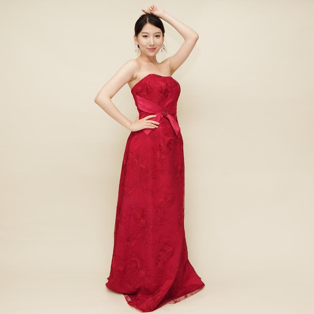 ウェストリボンが特徴的な赤レースの演奏会ドレス