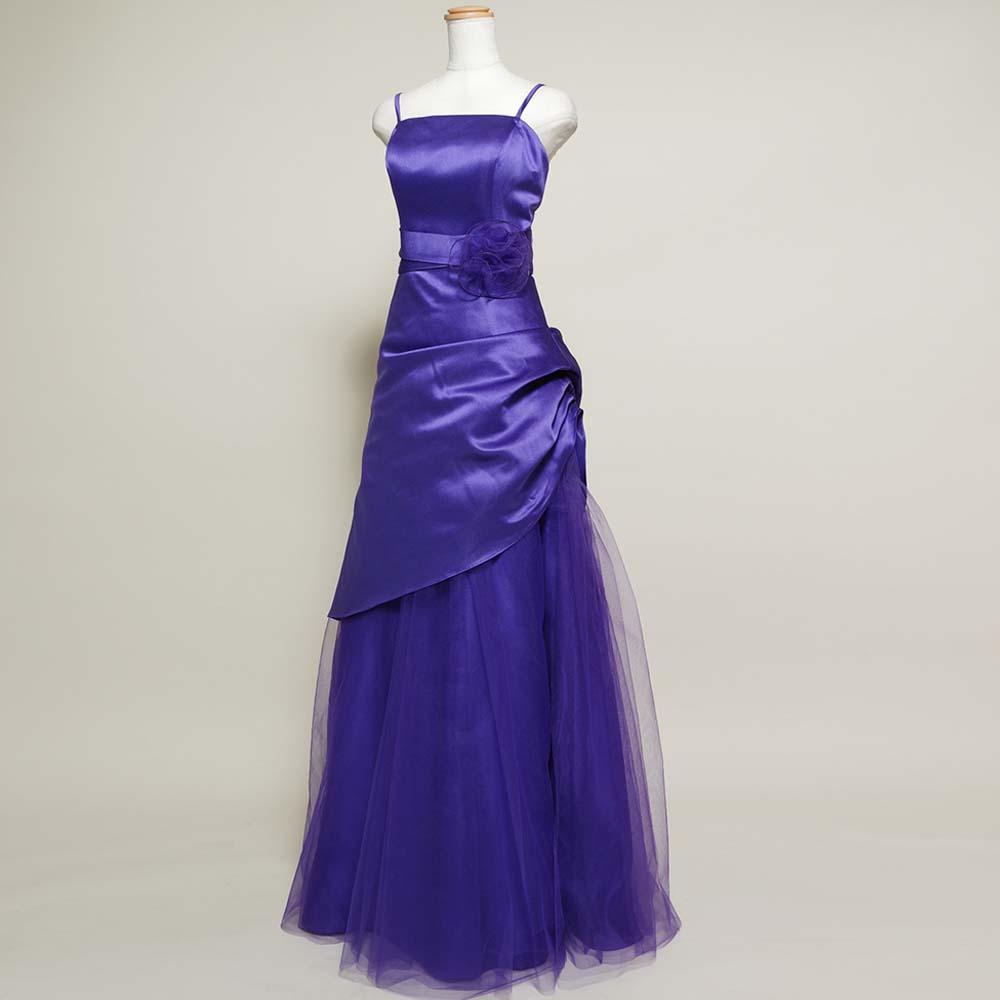 濃いパープルカラーが大人の魅力を表現したボリュームドレス