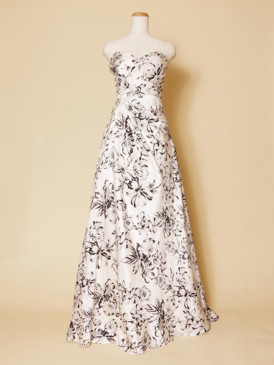 大人っぽさ満点!モノトーンのブラック&ホワイトのスレンダーなロングドレス