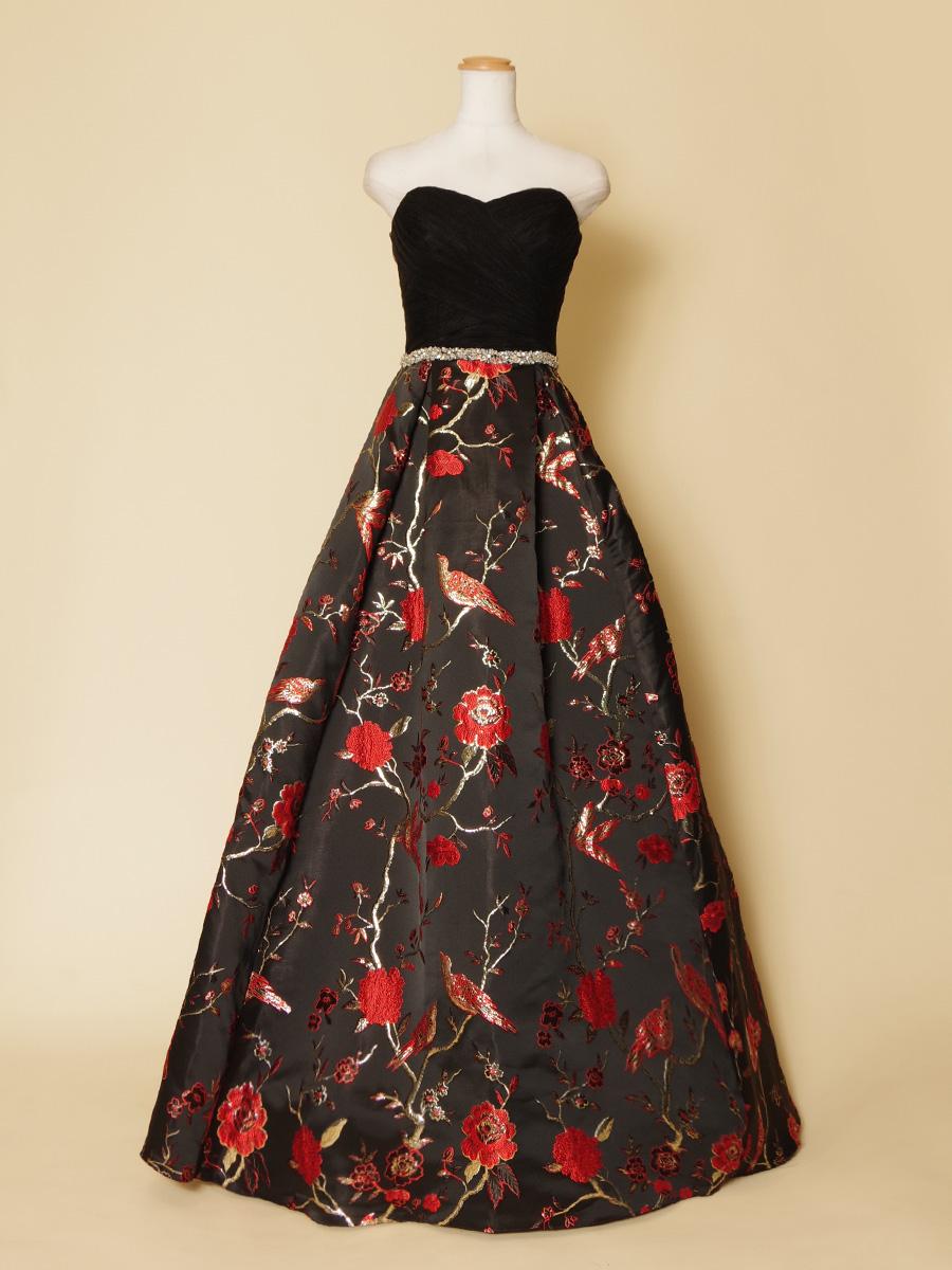 和柄模様が日本らしさを演出した着物スタイルの演奏会ドレス