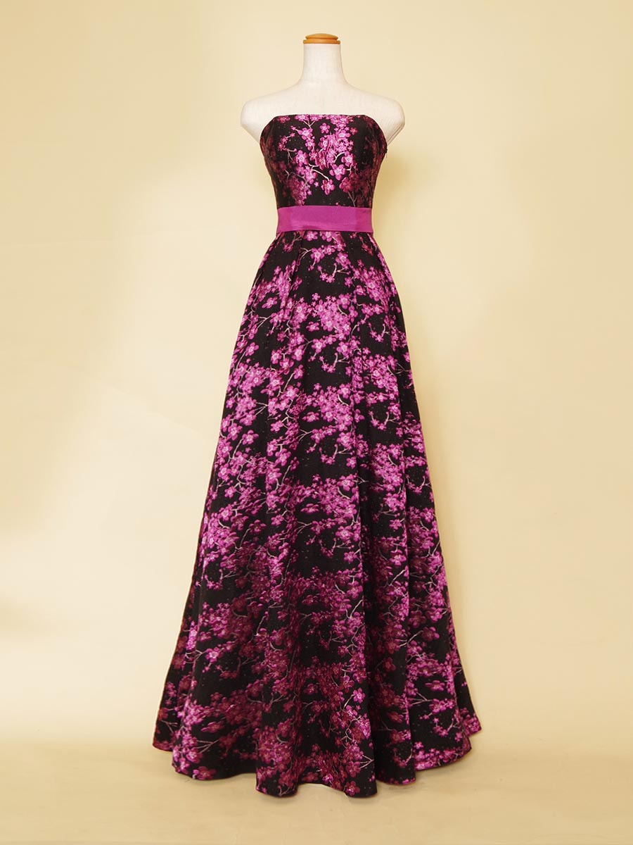 パープルカラーの和柄刺繍デザインのステージドレス