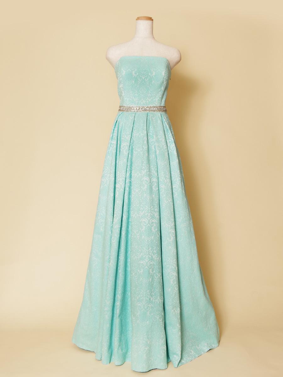 優しい風合いのコットン生地を使用した手触りの良いブルーミントカラードレス
